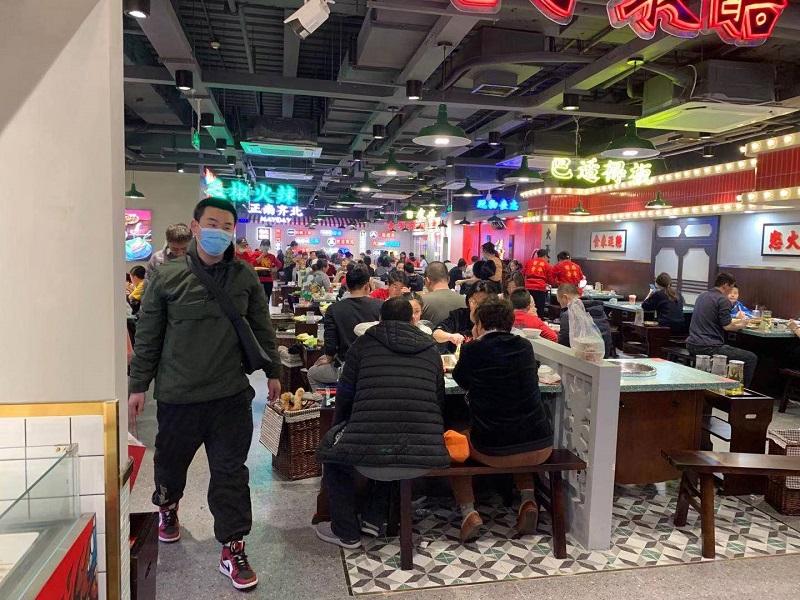 北京黄寺大街店 店内生意火爆